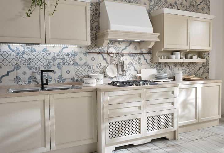 Пэчворк в спокойных тонах на кухне