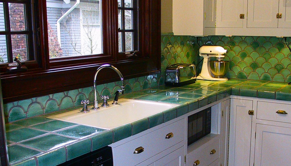 Преимущества и недостатки материала столешницы на кухню