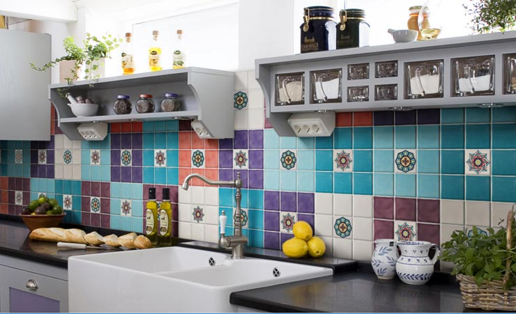 Разноцветная плитка прованс на кухне