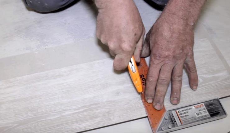Режет виниловую плитку