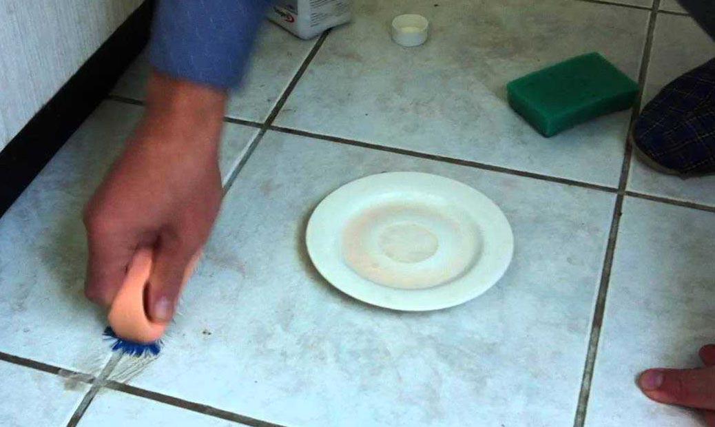 ручная механическая чистка швов между плиткой