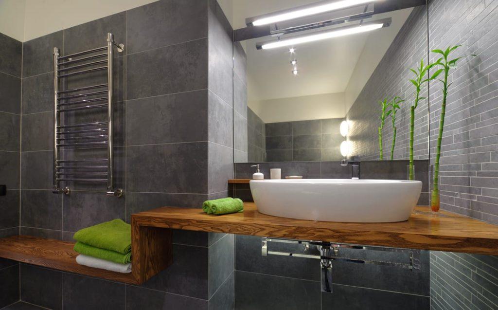серая плитка светодиоды в ванной