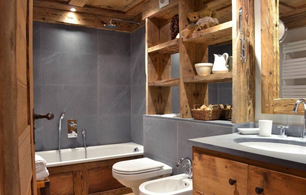 серый кафель в ванной в стиле рустик