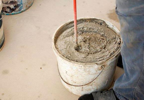 смесь из цемента и песка для приклейки плитки в ванной