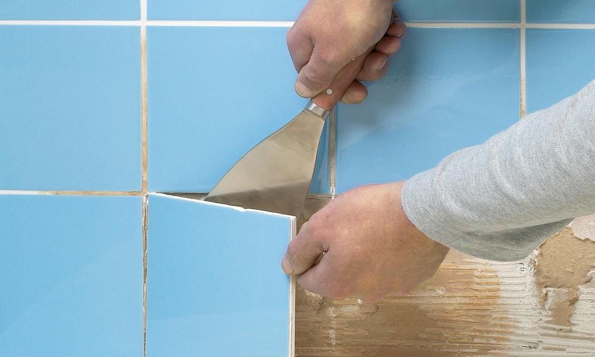 Как снять плитку в ванной со стены, не повредив ее