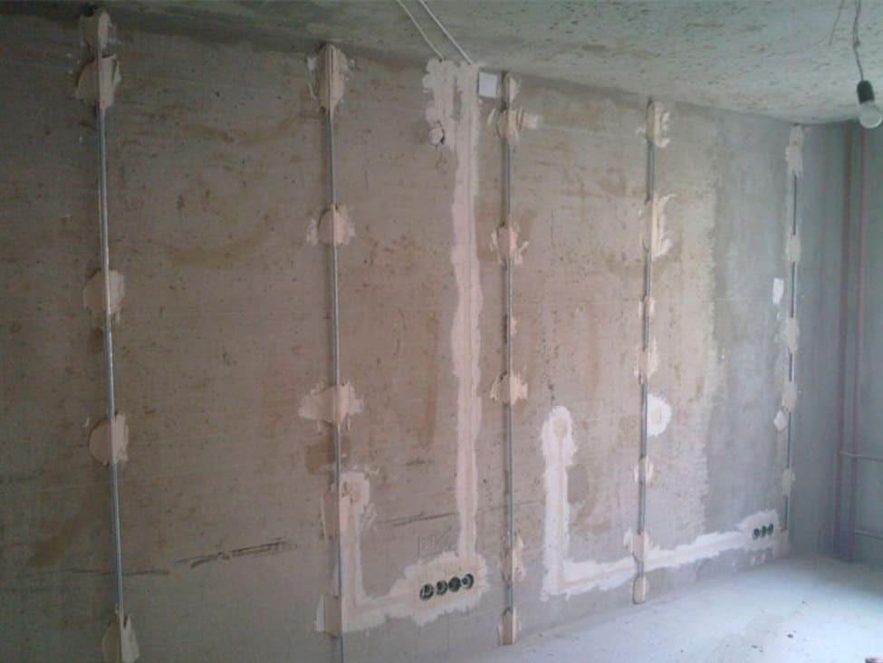 создание ровного отделочного покрытия под плитку