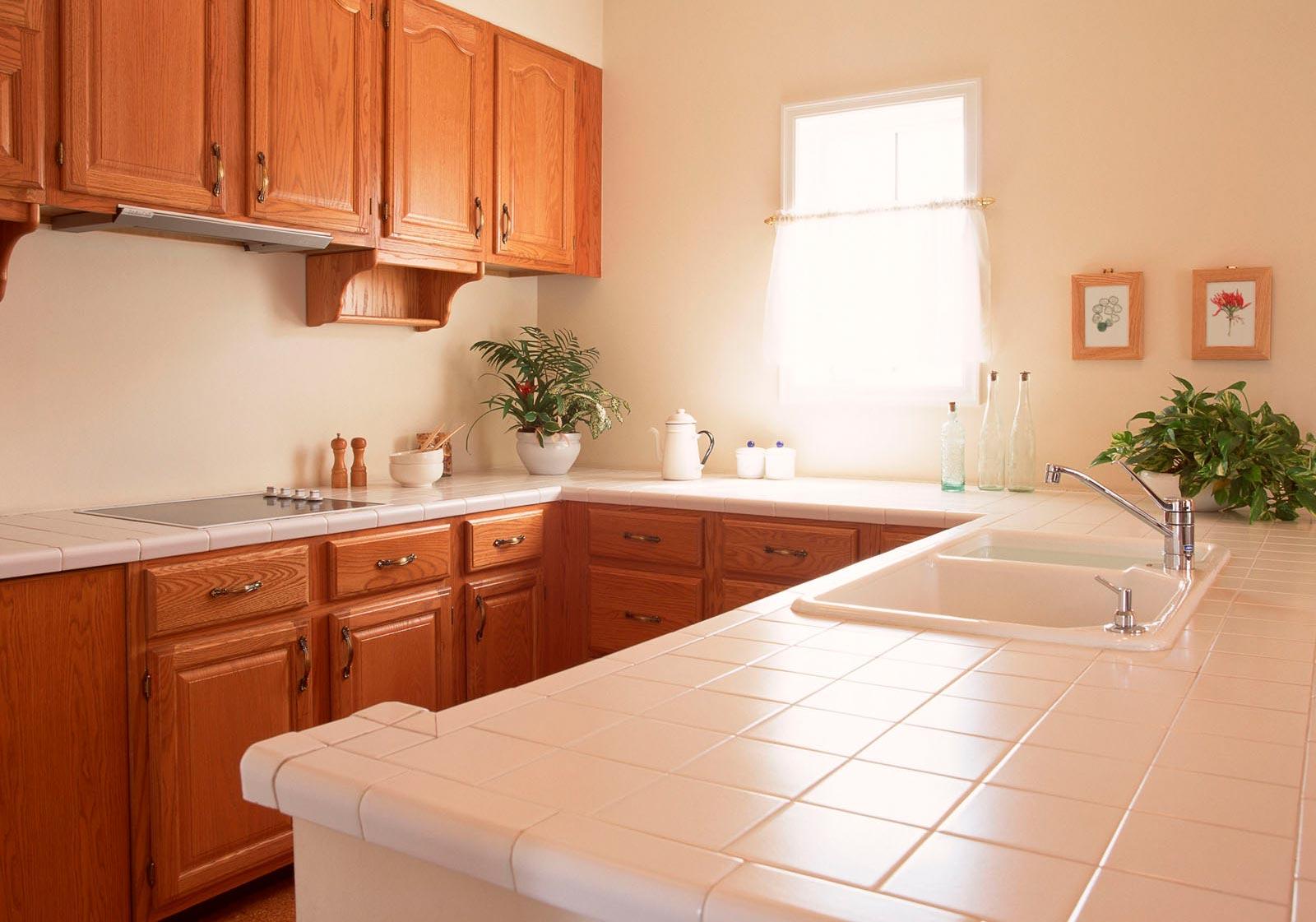 Столешница из керамической плитки на кухню
