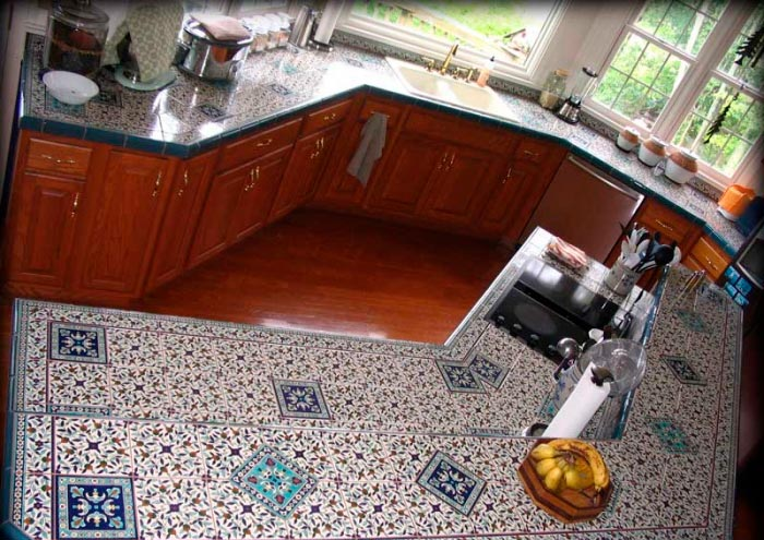 Столешница из плитки мозаики на кухню