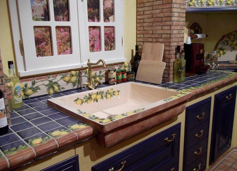 Столешница из плитки на кухню виды