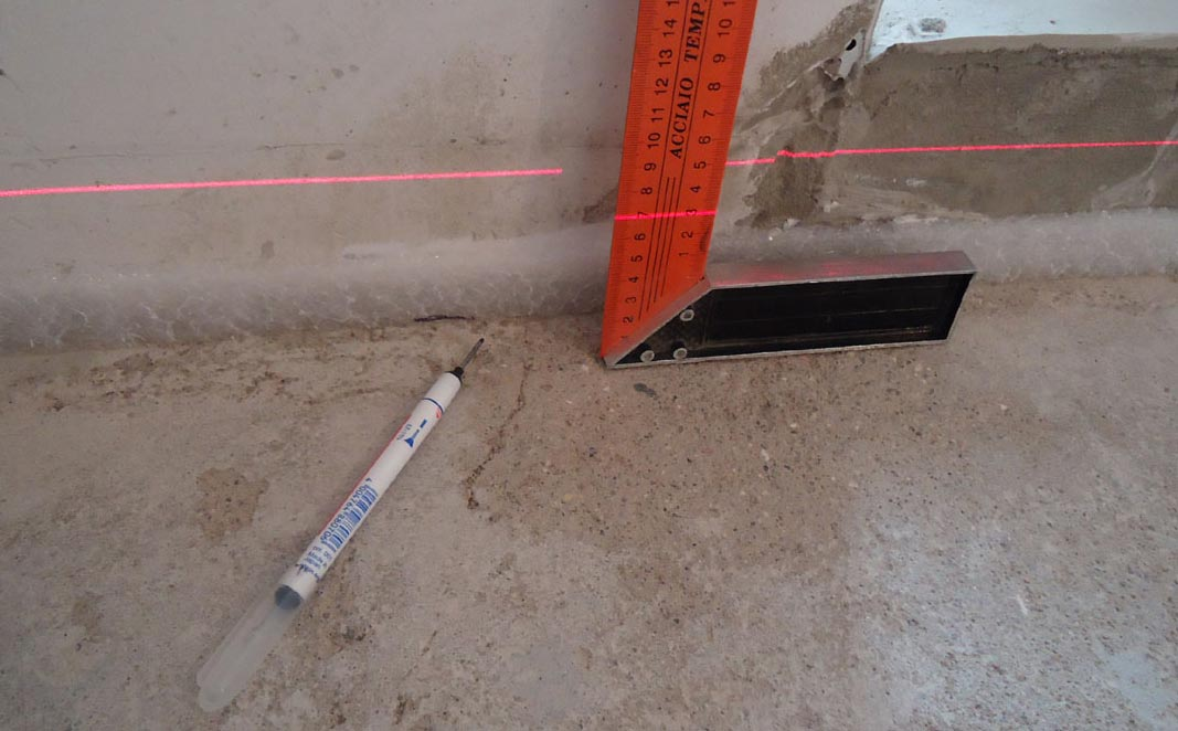 стяжка на пол в ванной под плитку-разметка