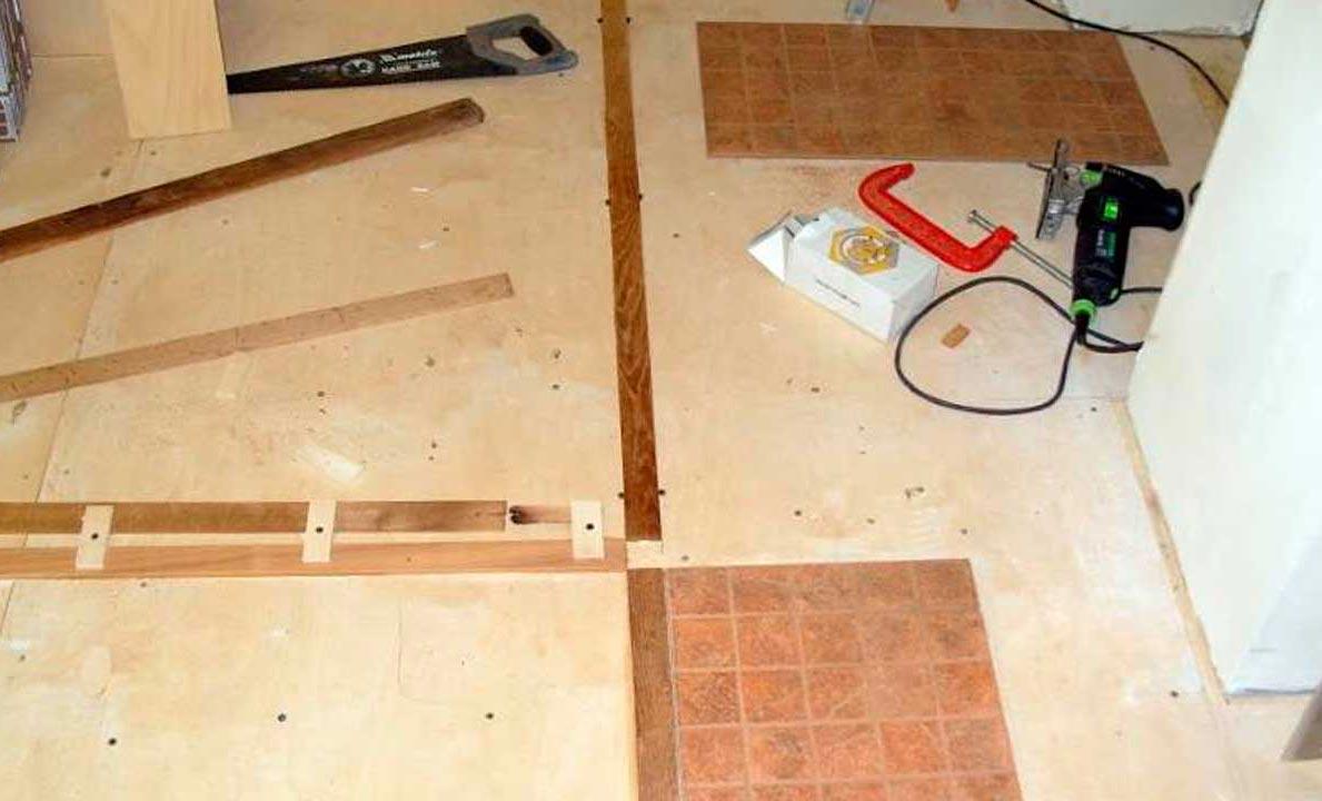 укладка плитки на деревянный пол в ванной-правила и рекомендации