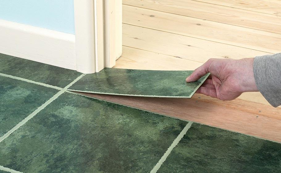 укладка плитки на деревянный пол в ванной-советы по плитке