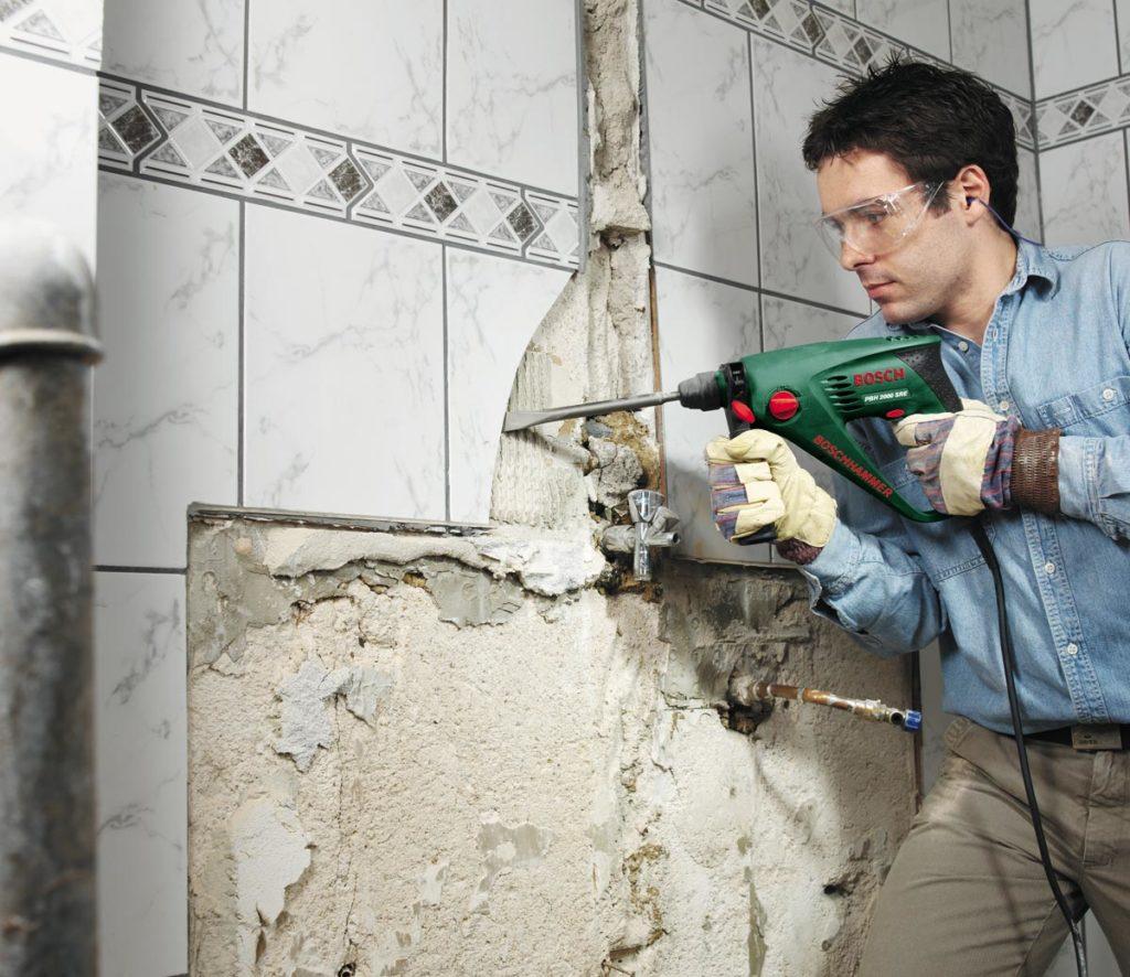 укладка плитки в ванной-демонтаж