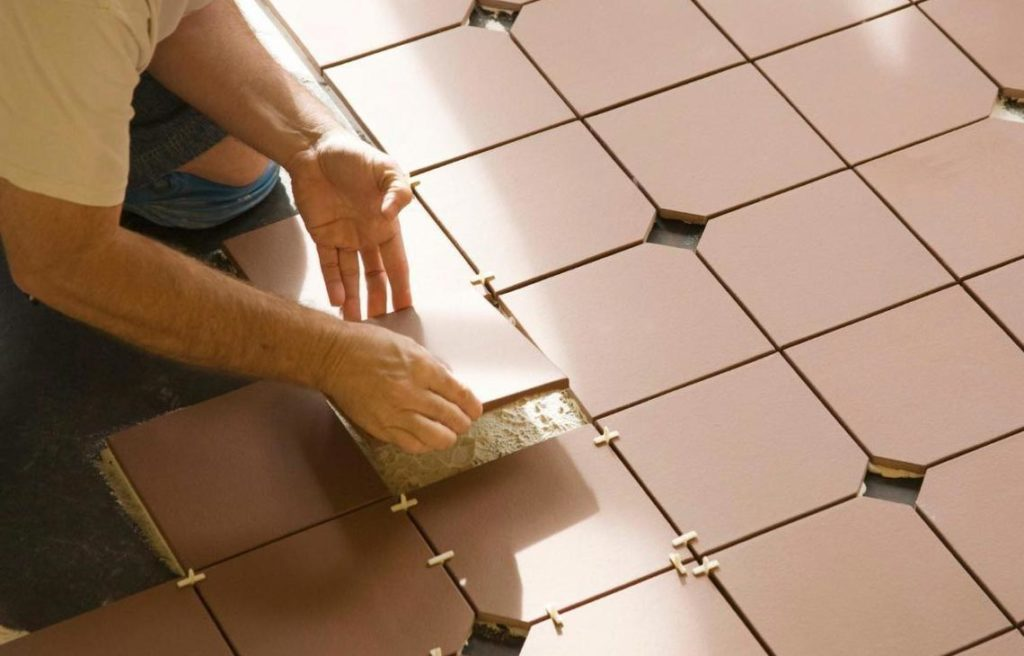 укладка плитки в ванной на пол-разметка