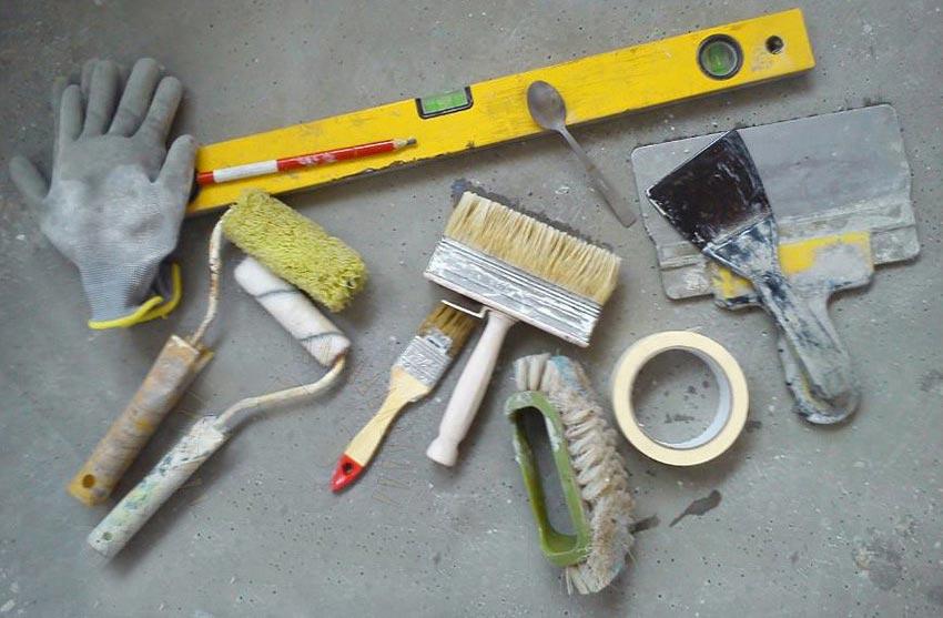 укладка плитки в ванной-подготовка инструментов