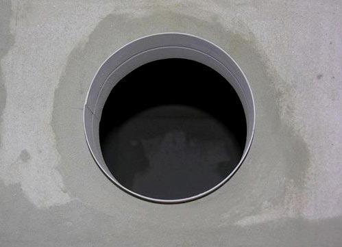 укладка плитки в ванной-проделывание отверстия под вытяжку