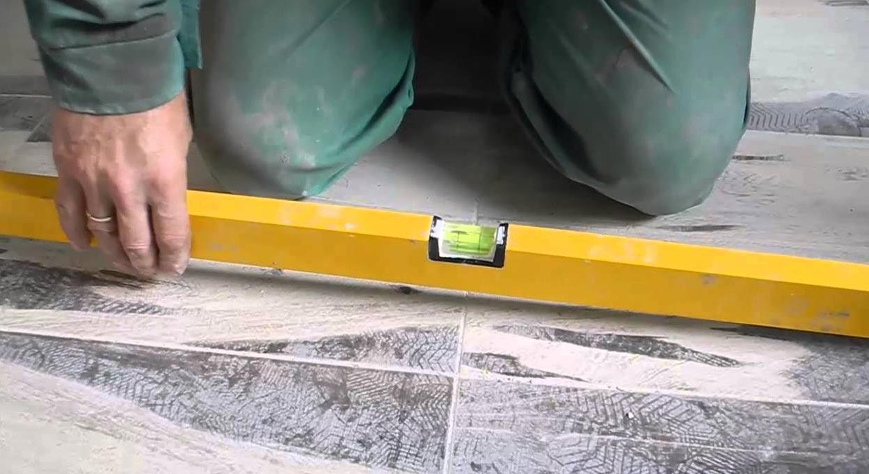 уровень для укладки плитки на пол