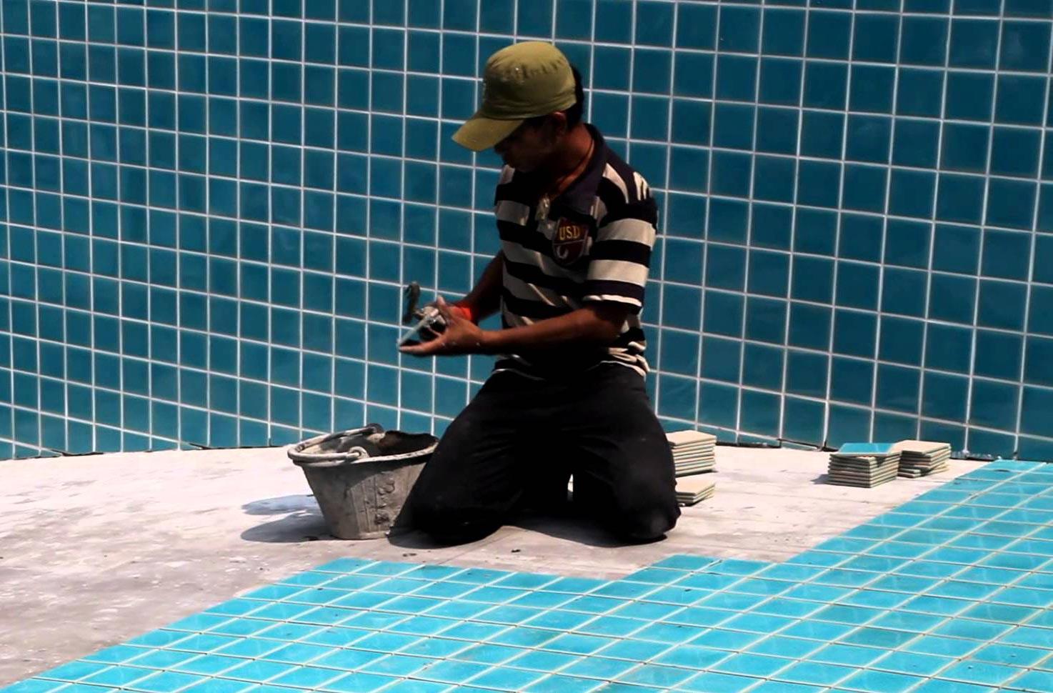 водостойкий плиточный клей для бассейнов-отделка