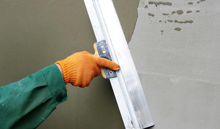 выравнивание стен плиточным клеем-рекомендации