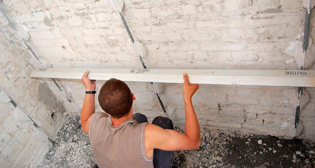 Выравнивание стен с высокой степенью деформации