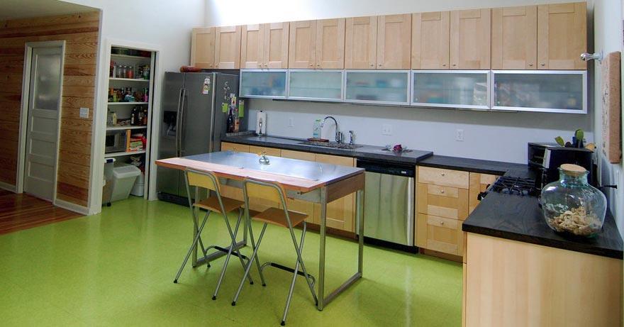зеленая плитка на пол для кухни