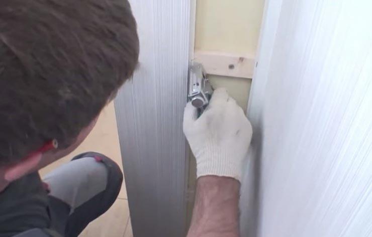 Монтаж стеновых панелей ПВХ