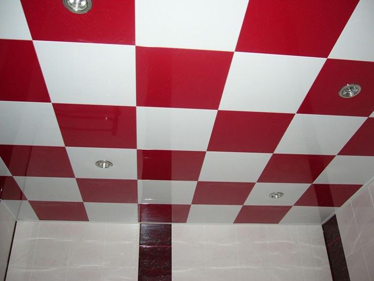 Плитка на потолке в шахматном порядке