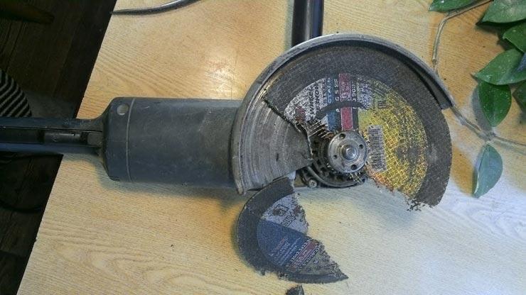 Сломанный диск на болгарке